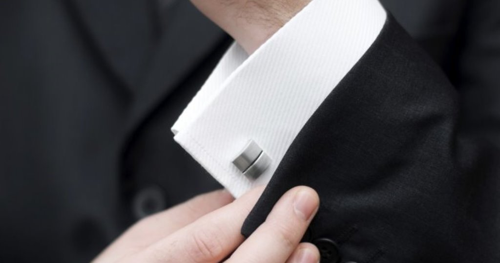 5 Easy Steps on How to Wear Cufflinks Correctly ...